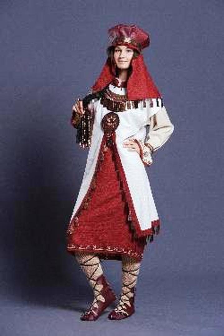 Современные русские, эрзянские и мокшанские костюмы показали в Мордовском госуниверситете