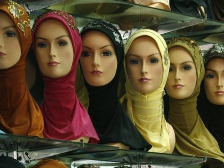 Абдулатипов: Если бы наши дочери с детства надевали национальный костюм, то у нас не вошла бы в моду арабская одежда