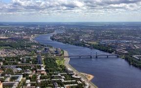 Жительницу Петербурга будут судить за националистский плакат на балконе