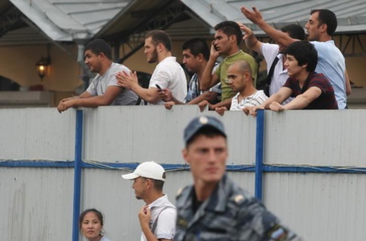 Мигрантам в центрах временного содержания покажут кино и танцы