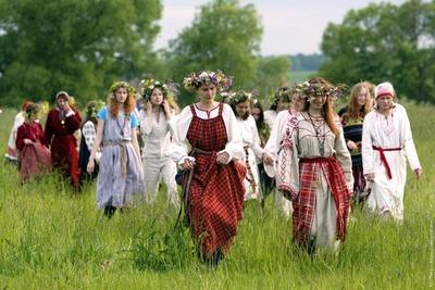 """В Суздале на Троицу покажут старинные женские обряды и угостят """"медленной едой"""""""