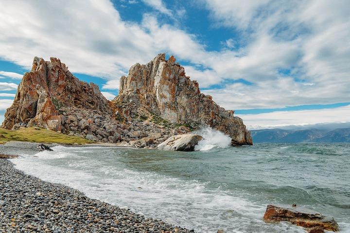Землю возле священной байкальской скалы Шаманка вернули в собственность государства