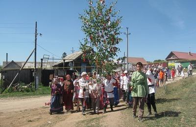 В Татарстане отпразднуют Троицу хороводами вокруг березы