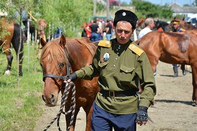 Кубанские и терские казаки организовали костюмированный конный переход