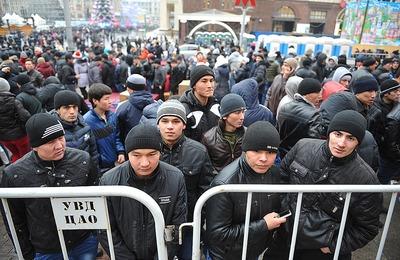 """Опрос: Вдвое выросло число россиян, опасающихся """"наплыва мигрантов"""""""