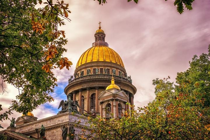 В Петербурге отправили под домашний арест избивших дворников из Таджикистана подростков