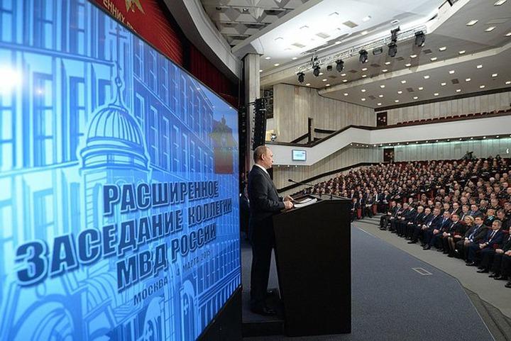 """Путин: Экстремисты используют """"цветные"""" технологии для провокации конфликтов"""