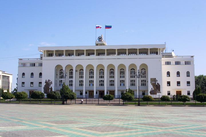 """Совет старейшин Дагестана обеспокоен агрессией из-за спектакля """"Охота на мужчин"""""""