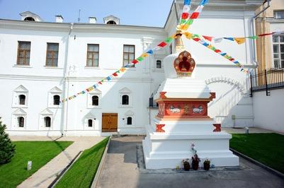 Тувинцы и калмыки попросили Путина спасти буддийскую святыню в Москве