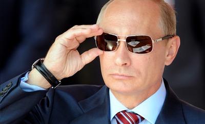 """Путин призвал прокуроров решительнее бороться против действующих """"вызывающе дерзко"""" экстремистов"""