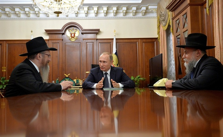 Путин поздравил российских евреев с Ханукой