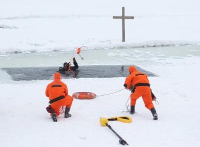 На Крещение в Москве искупалось почти 50 тысяч человек