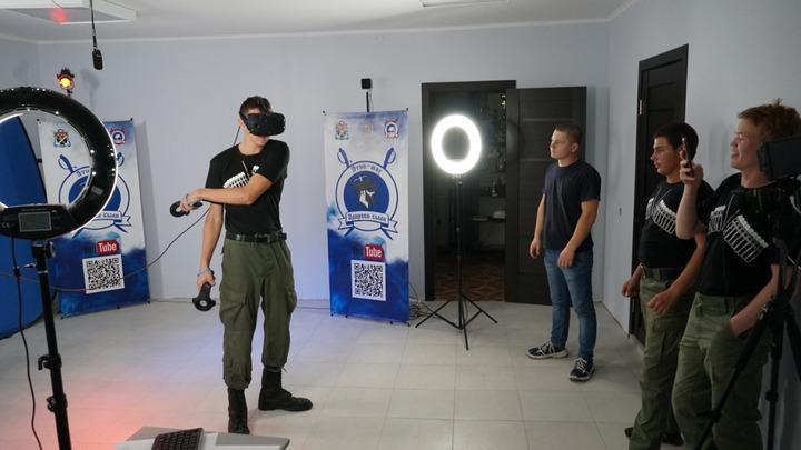 Молодые казаки попробовали рубку шашкой в виртуальной реальности на реалити-шоу