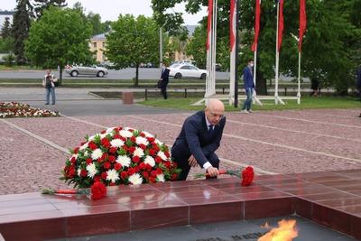 Глава Карелии возложил цветы к Вечному огню в честь 100-летия республики