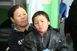 Четырехлетняя тувинская девочка прошла 8 км по зимней тайге в поисках помощи