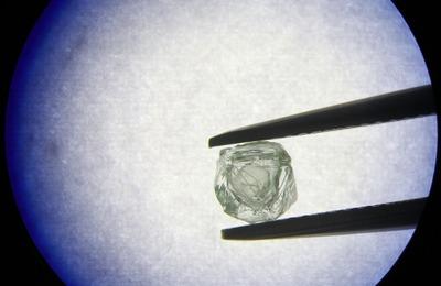 Уникальный алмаз-матрешку нашли на месторождении в Якутии [ВИДЕО]