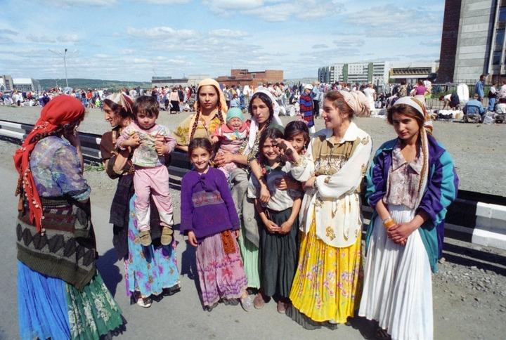 """СМИ: Цыган выгнали с рынка в Керчи за навязывание """"спиритических услуг"""""""