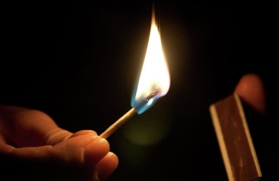 В Липецке националисты подожгли раздевалку у святого источника