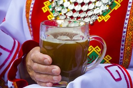 Хмельным сара угощали в Татарстане на чувашском празднике Уяв