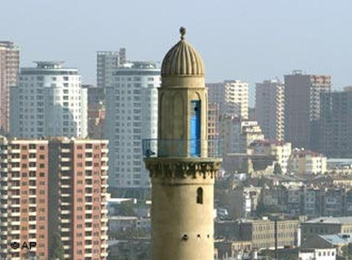 Азербайджанцы России: Хасавов далек от ислама