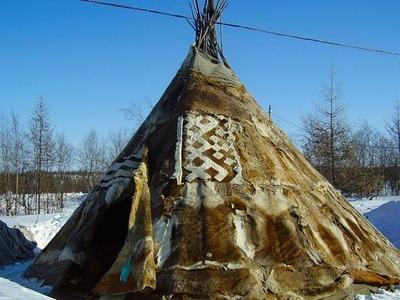 Ямальские заключенные научились шить чумы для тундровиков
