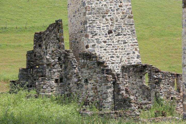 В Ингушетии вандала приговорили к общественным работам за повреждение древнего храма