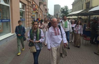 В Москве провели мини-шествие в украинских вышиванках
