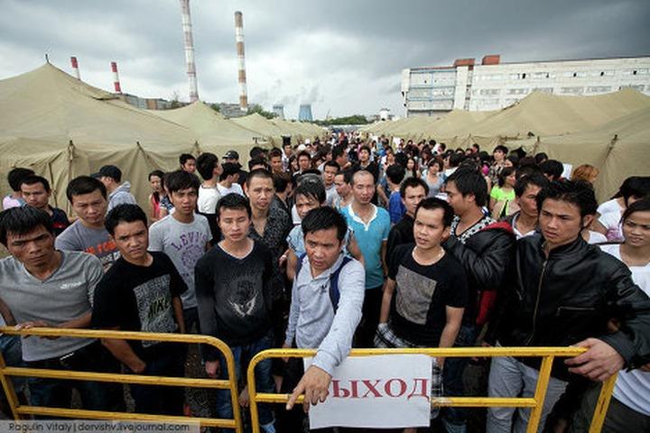 Мигрантов из палаточного лагеря в Гольяново перевели в депортационный центр на севере Москвы