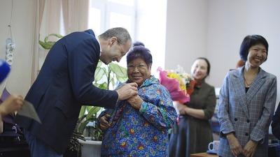 Ведущую радиопередачи на чукотском языке наградили званием почетного гражданина Чукотки