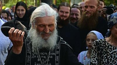Лишенный сана священник решил провести крестный ход в Свердловской области