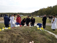 """Корейский """"Чусок"""" в Москве прошел на кладбище"""