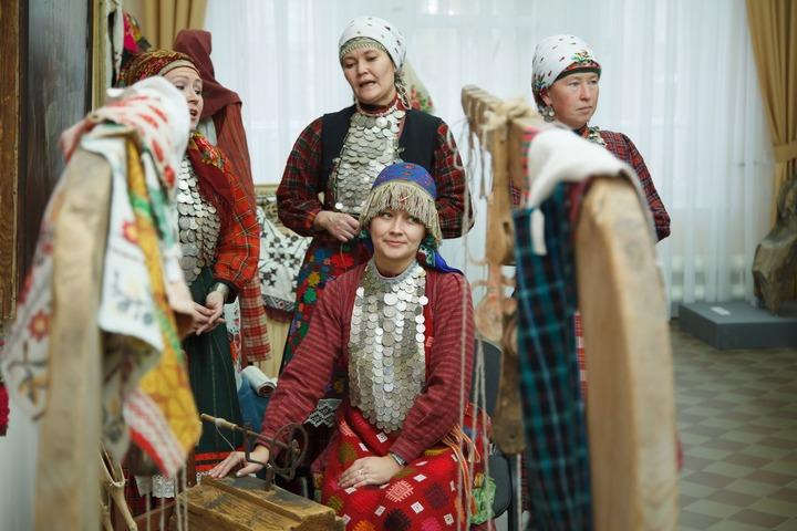 Приданое удмуртской невесты покажут на выставке в Лудорвае