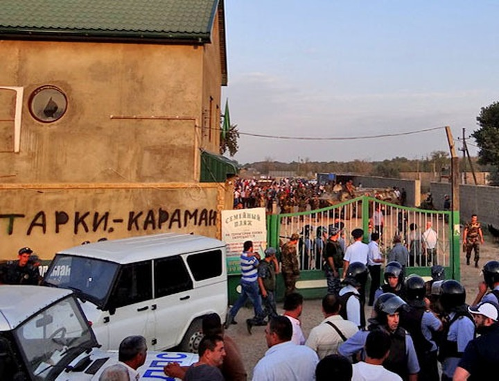 Кумыкская молодежь обратилась к Абдулатипову с просьбой решить земельный конфликт в Карамане