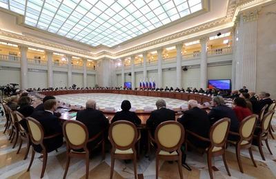 Ректор Литинститута предложил Путину создать Дом национальных литератур