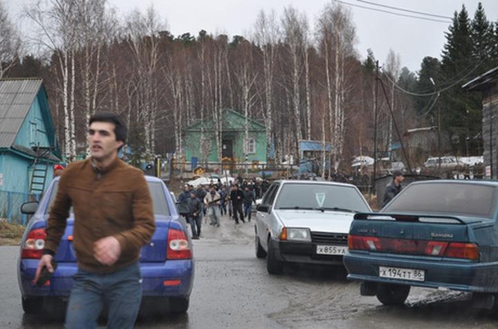 Сотни мигрантов из Узбекистана и Таджикистана подрались у дверей местного отделения УФМС