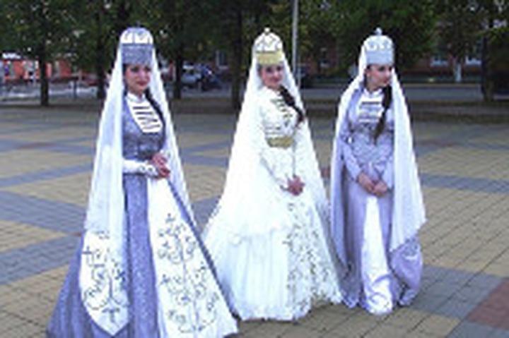 Все участники фестиваля народного творчества в Грозном получили по 1000 долларов