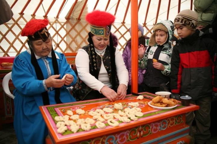 Жителей Волгограда познакомят с традициями калмыцкого Цаган Сара