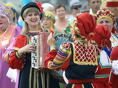 В Новосибирске провели фестиваль национальных свадеб