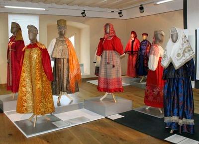 В Архангельске открылась выставка северных национальных костюмов