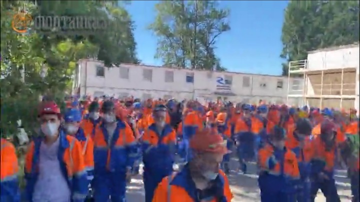 Строители-мигранты устроили забастовку в Петербурге