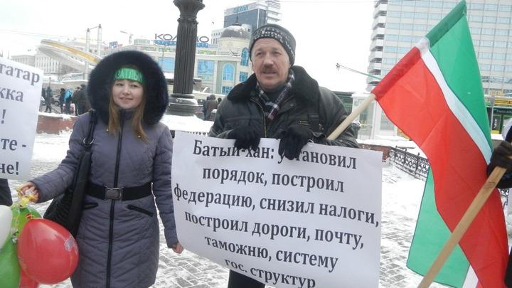 В Казани Союз татарской молодежи провел пикет в честь хана Батыя