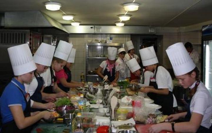 Гастрономический фестиваль собрал юных мастеров коми-пермяцкой кухни