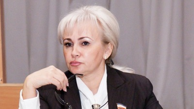 Крымский сенатор назвала Чубарова и Джемилева позором крымских татар