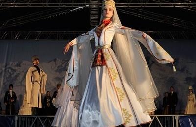 Воссозданные по картинам европейских художников адыгские костюмы продемонстрируют на фестивале в Ингушетии