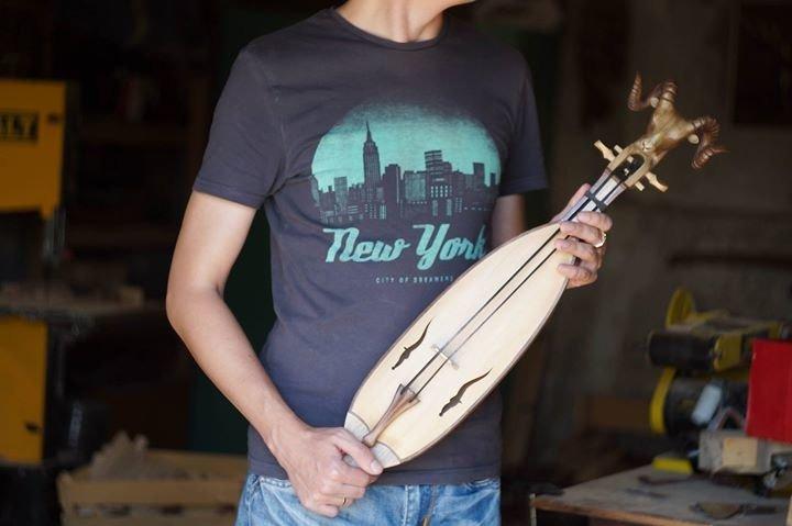 Адыгскую скрипку и гобелены с нартским эпосом представили в Черкесске