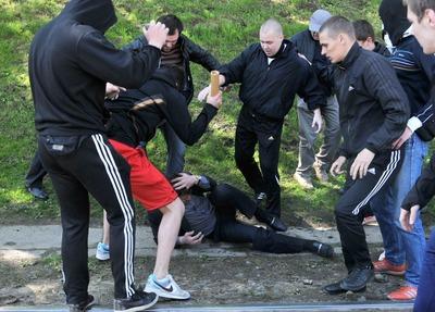 Новгородцев за расистское избиение мавританца приговорили к году колонии