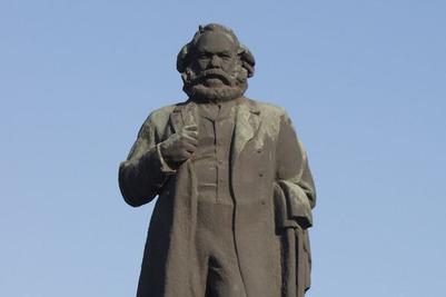 Активисты Ростова попросили сити-менеджера выступить против переноса памятника Марксу