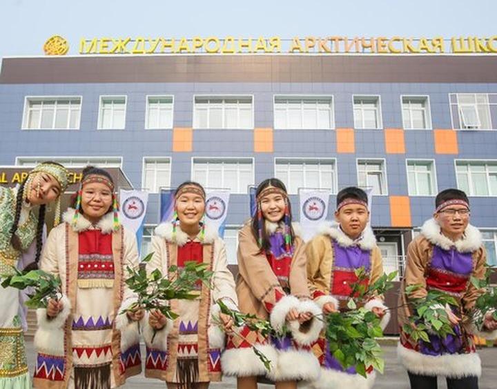 В Якутии традиционным обрядом народа саха открыли Международную Арктическую школу
