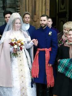 В Челябинске сыграли традиционную русскую свадьбу