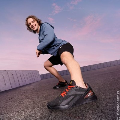 В России появились кроссовки с хохломской росписью